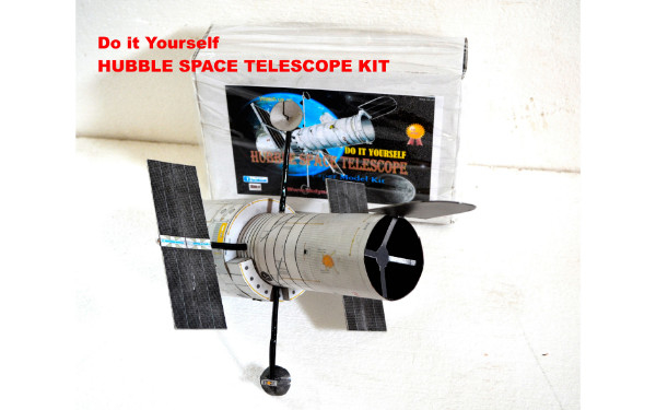 HUBBLE-TELESCOPE-KIT